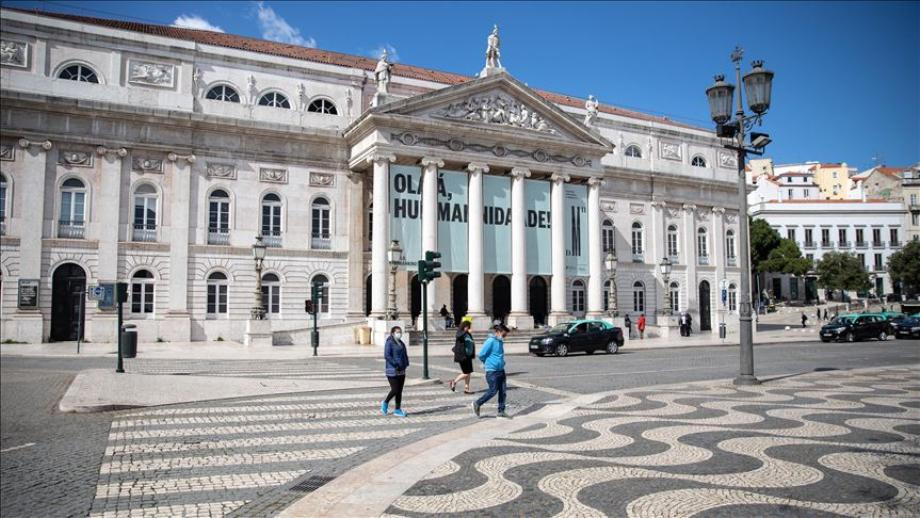Covid-19: le Portugal interrompt la levée des restrictions