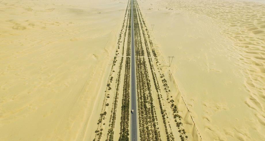 الصين تفتتح أطول طريق سريع عابر للصحراء في العالم