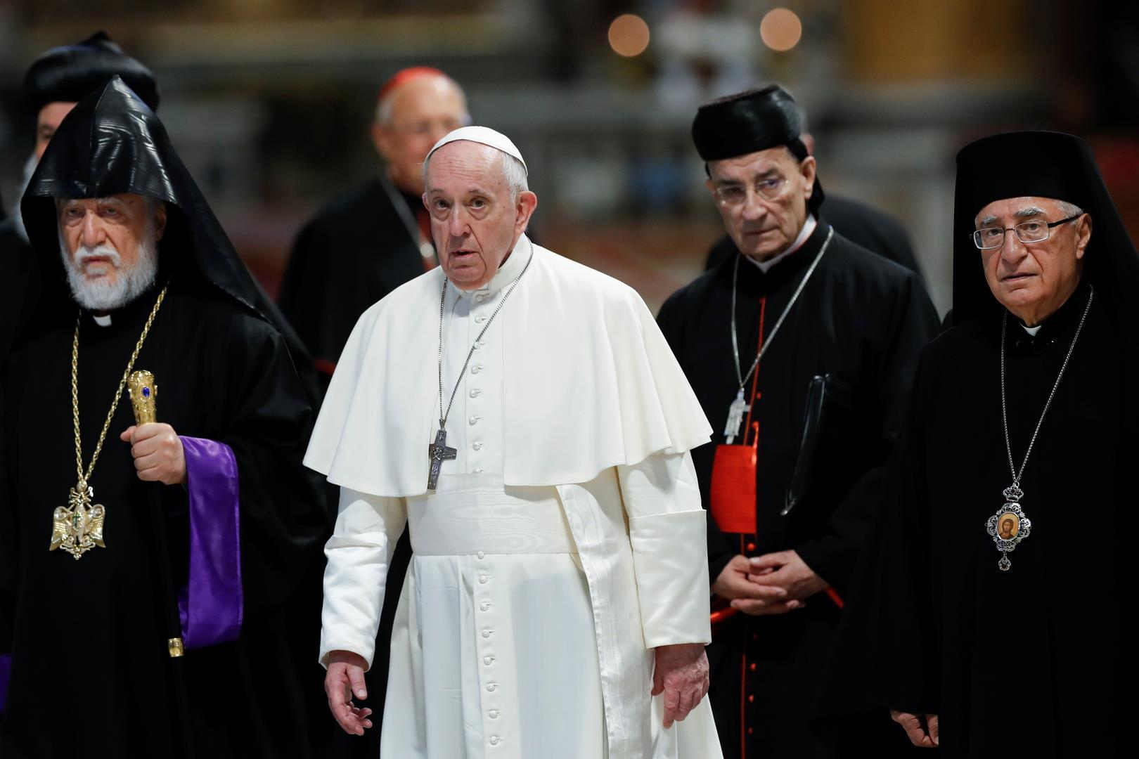 بابا الفاتيكان يستقبل عشرة من رؤساء الكنائس في لبنان