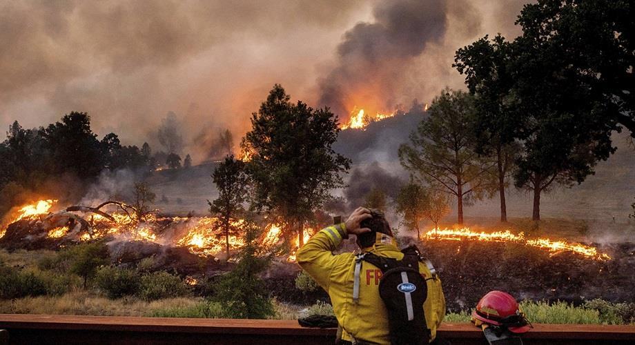 حرائق الغابات التهمت أكثر من 15 ألف هكتار في شمال كاليفورنيا