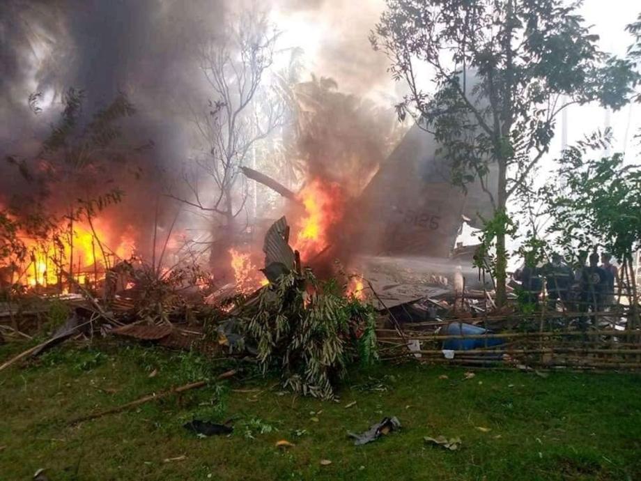 Crash d'un avion militaire aux Philippines: le bilan s'alourdit à 45 morts
