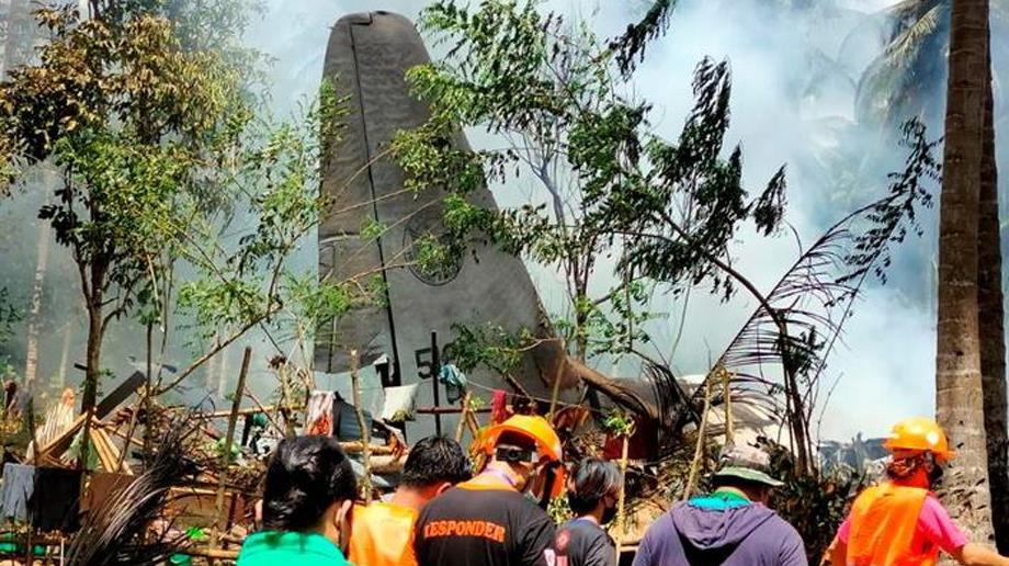 Philippines : le bilan de l'accident d'un avion militaire monte à 50 morts