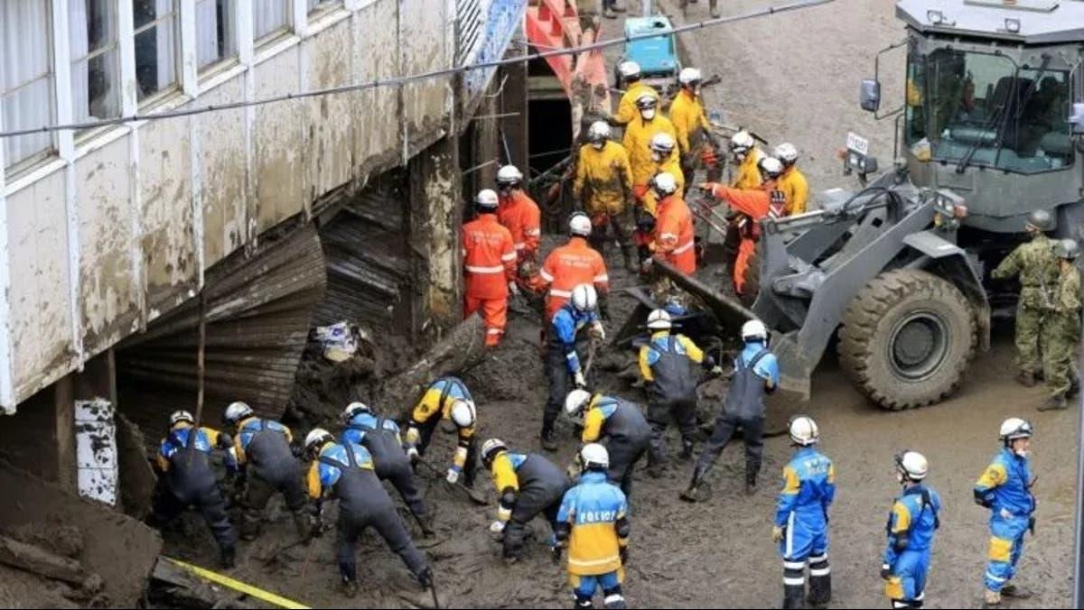 اليابان.. 24 شخصا ما يزالون في عداد المفقودين جراء الانزلاقات الأرضية