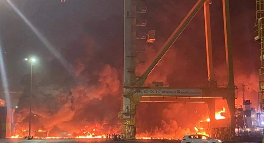 حريق في حاوية على متن سفينة بميناء رئيسي في دبي