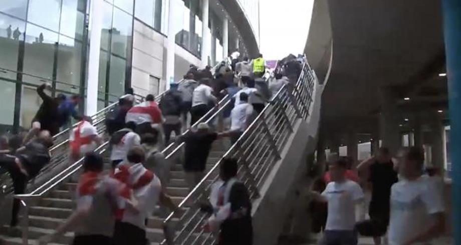 مشجعون يقتحمون ملعب ويمبلي لحضور نهائي كأس أوروبا