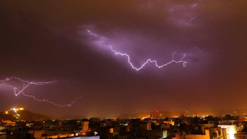 الهند .. مصرع 68 شخصا على الأقل شمال البلاد نتيجة صواعق البرق