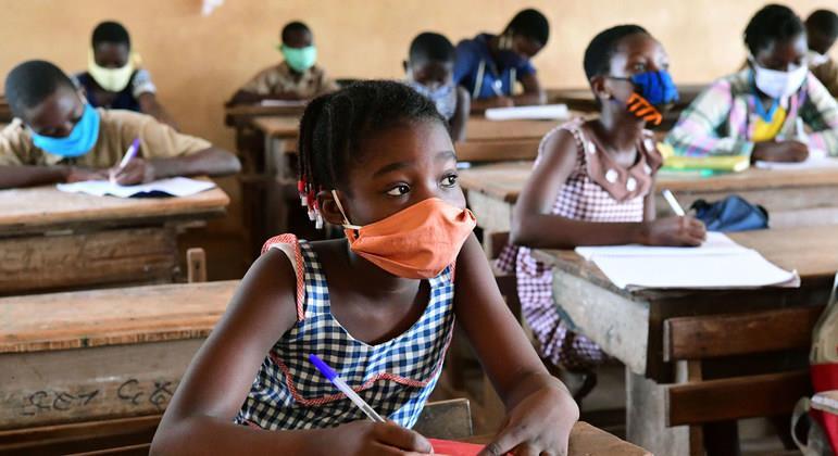 """الأمم المتحدة تحذر من """"كارثة بحق جيل"""" جراء إغلاق المدارس بسبب الوباء"""