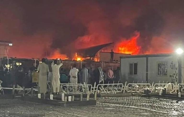 35 قتيلا على الأقل في حريق شب في مركز لعزل مرضى كوفيد في جنوب العراق