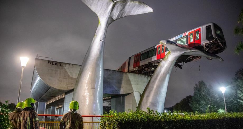 السرعة الزائدة وراء حادثة قطار استقر عند مجسم ذيل حوت في هولندا