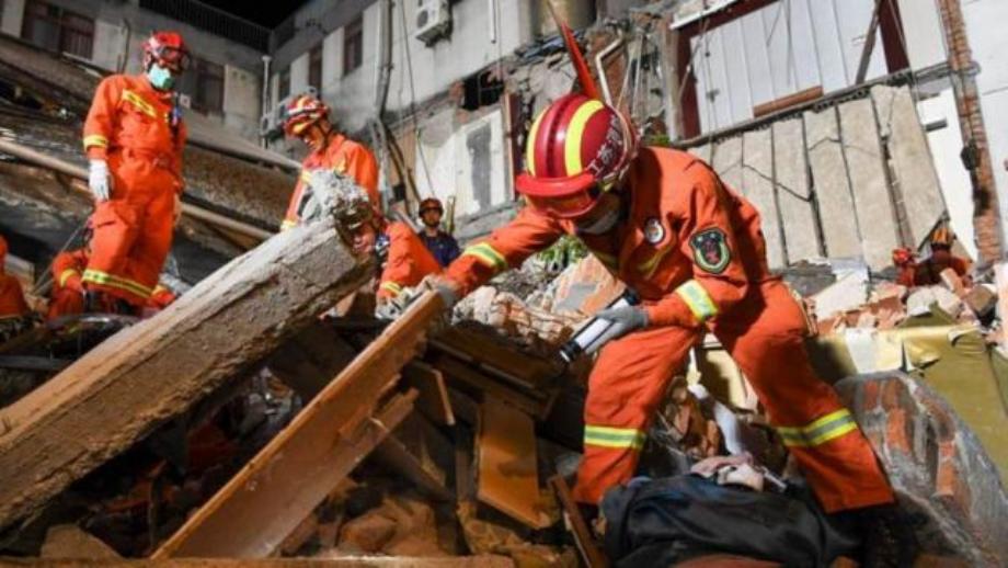 الصين.. مقتل ثمانية أشخاص في حادث انهيار مبنى شرق البلاد