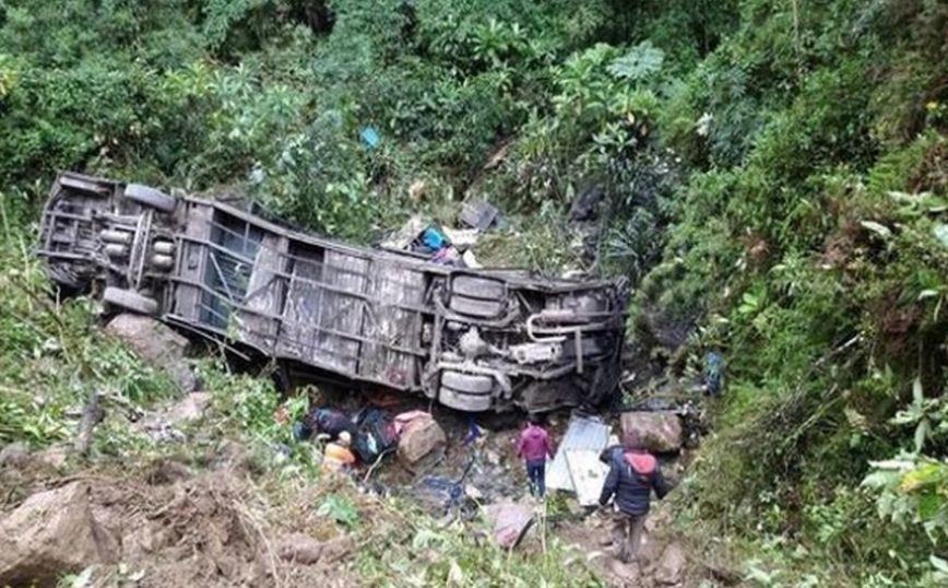 بوليفيا.. مصرع 34 شخصا على الأقل في حادث سقوط حافلة في واد