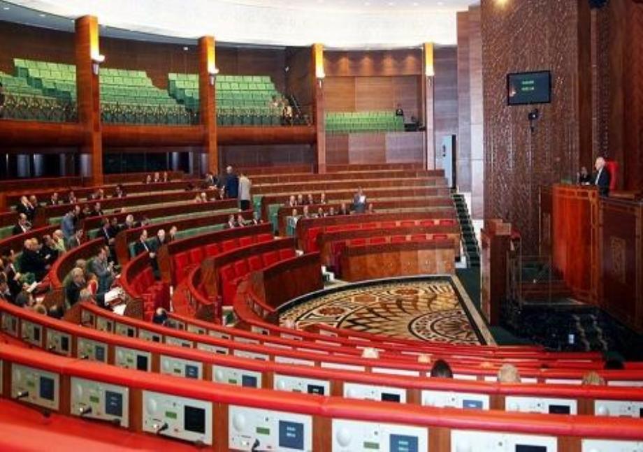 تقرير برلماني يوصي بإيجاد مسارات انتقالية في مجال التشغيل