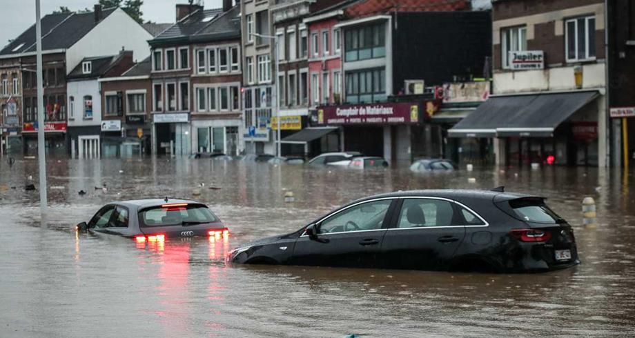 عواصف تودي بنحو 50 شخصا في أوروبا ومسؤولون يعزونها إلى التغير المناخي