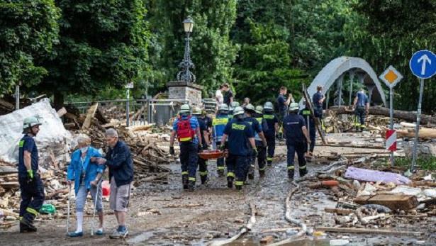 العواصف القوية التي تجتاح غرب أوروبا تودي بحياة 67 شخصا على الأقل