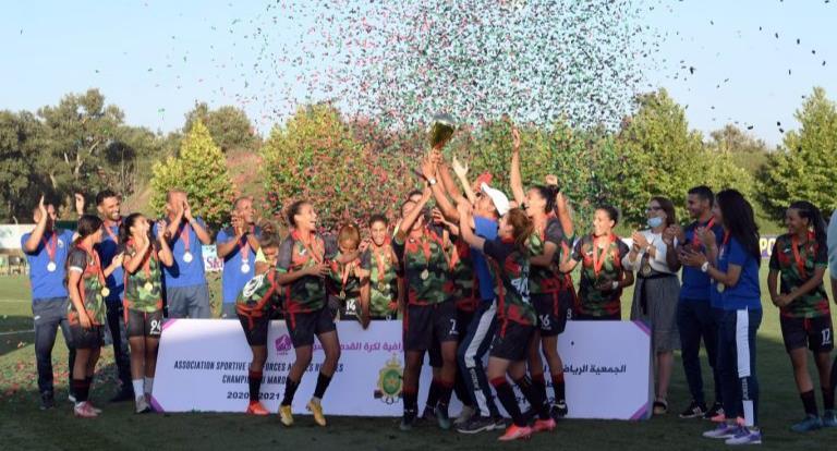 سلا .. فريق الجيش الملكي لكرة القدم النسوية يتسلم درع البطولة الوطنية الاحترافية لموسم 2020-2021