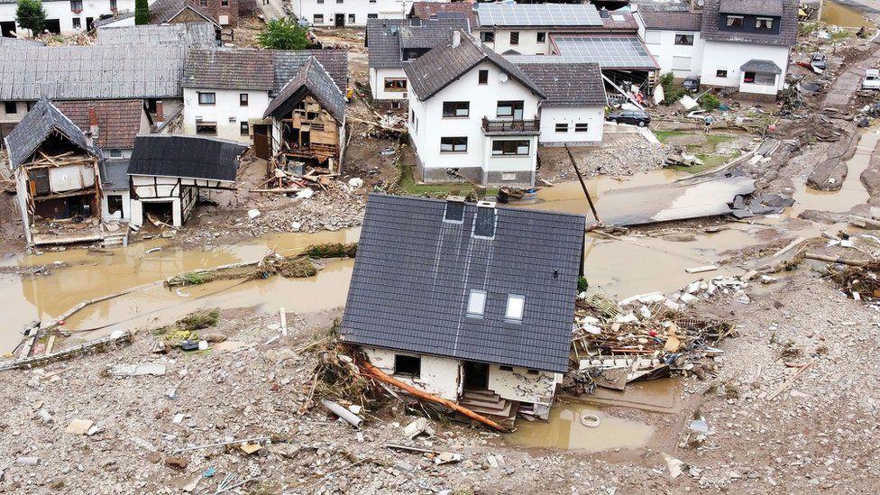 قتلى ومفقودون في انزلاق للتربة نجم عن الفيضانات في ألمانيا