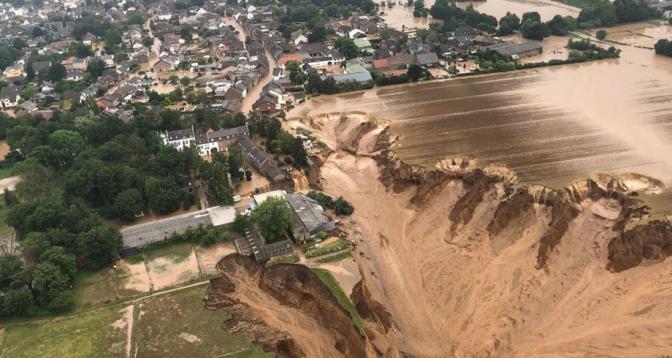 ألمانيا.. مصرع 180 شخصا جراء الفيضانات القوية التي اجتاحت البلاد
