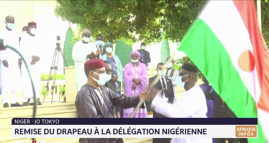 Jo de Tokyo: remise du drapeau à la délégation nigérienne