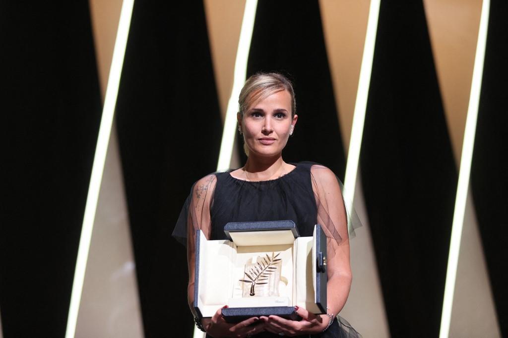 """Festival de Cannes: la Française Julia Ducournau remporte la Palme d'or avec """"Titane"""""""
