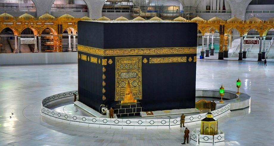 الرئاسة العامة لشؤون المسجد الحرام تغير كسوة الكعبة