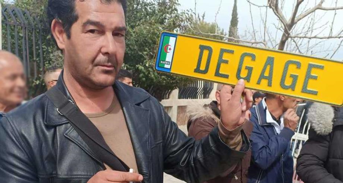 """في الجزائر .. منشورات على """"فيسبوك"""" تقود صحفيا إلى الطرد من العمل والسجن"""