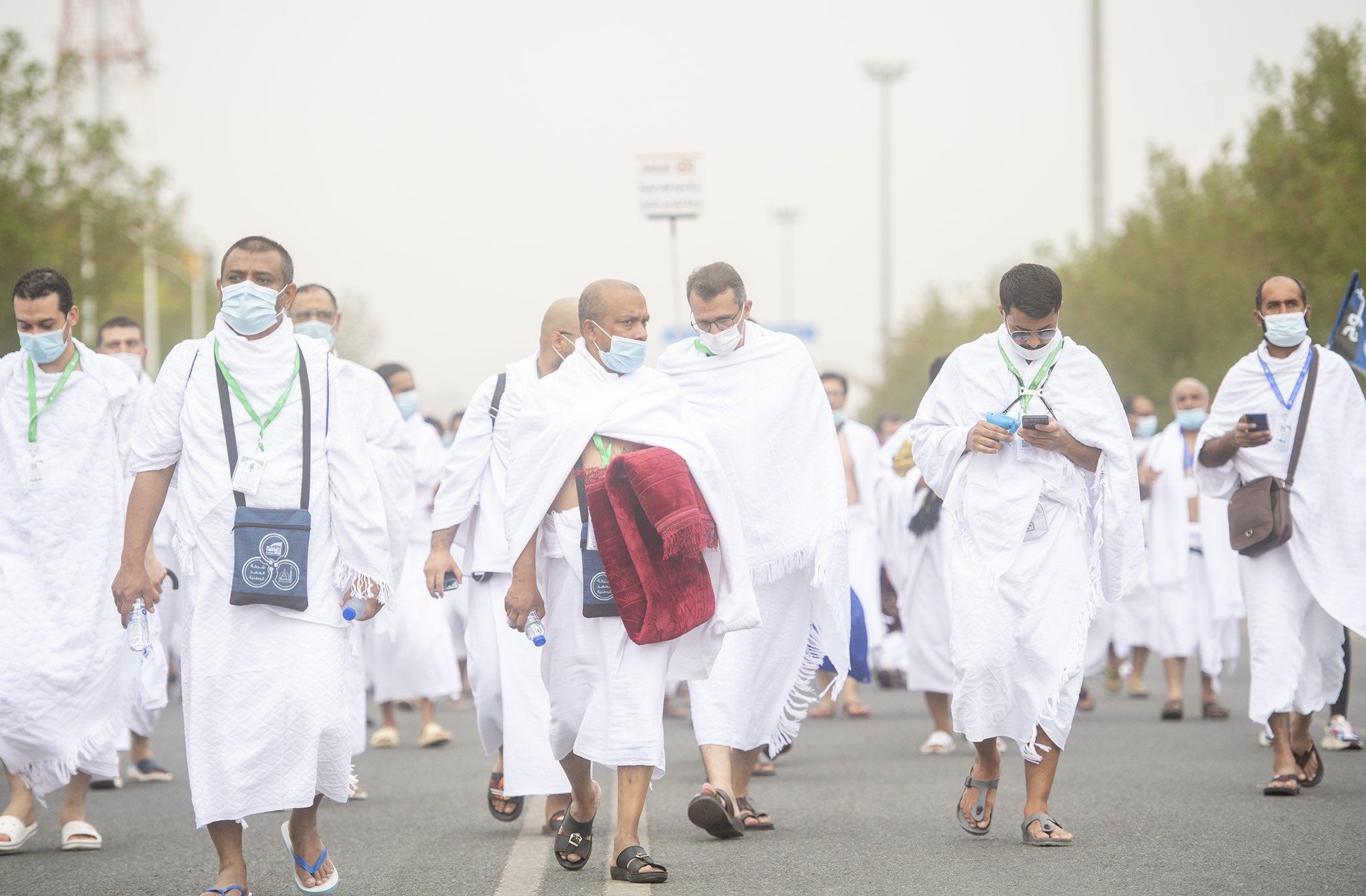 ضيوف الرحمن ينفرون إلى مزدلفة بعد الوقوف على صعيد عرفات