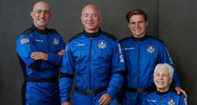 A bord du Blue Origin, Jeff Bezos réussit son voyage vers l'espace