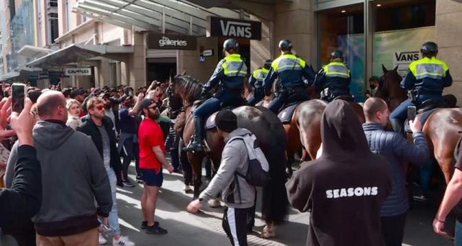 أستراليا .. الآلاف يتظاهرون رفضا لتدابير الإغلاق وصدامات مع الشرطة في سيدني