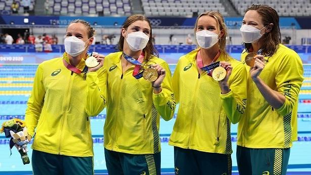 أولمبياد طوكيو .. فريق سيدات أستراليا للسباحة يحطم الرقم العالمي