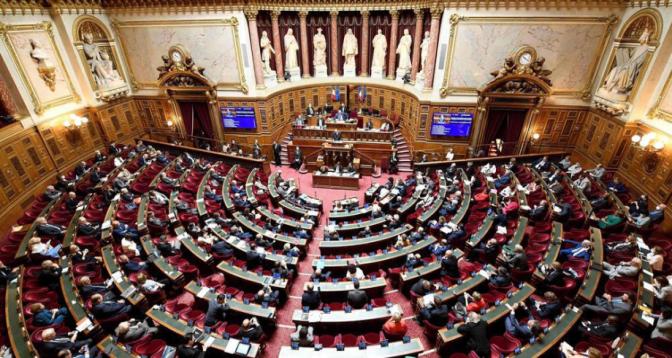 France: le Parlement adopte définitivement l'extension du pass sanitaire et l'obligation vaccinale