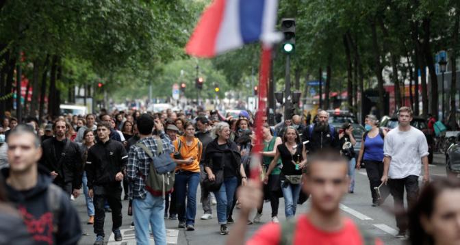 France: plus de 200 mille manifestants conte le pass sanitaire