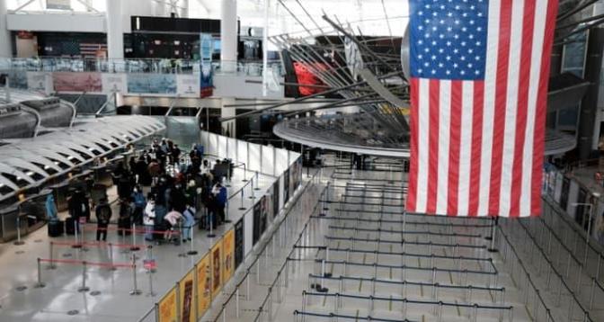 Les Etats-Unis maintiennent les restrictions sur les voyages internationaux
