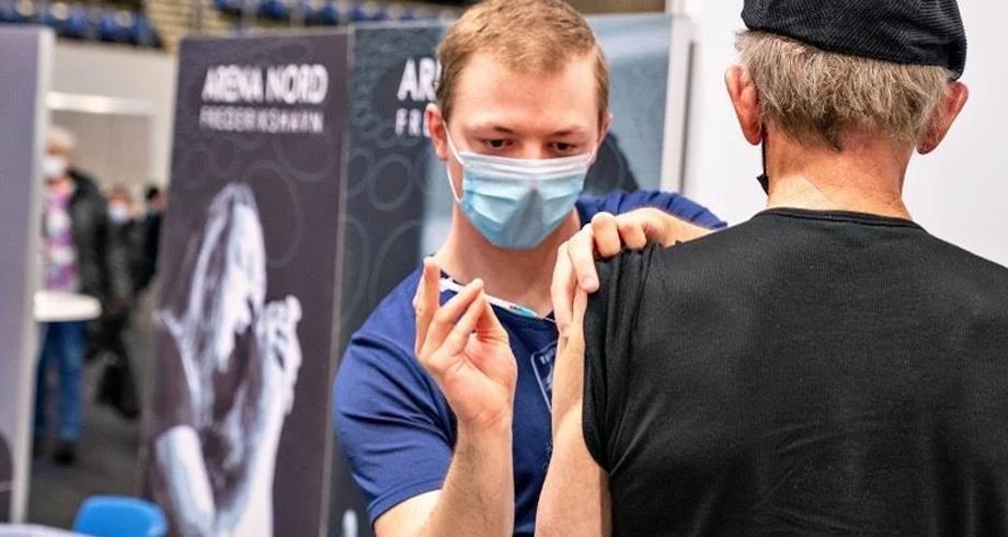 الدنمارك تقدم جرعة لقاح ثالثة ضد كوفيد-19