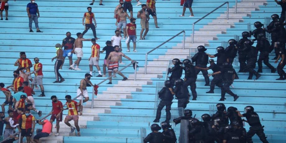 """""""الكاف"""" يعاقب الترجي التونسي عقب أحداث مباراة الأهلي المصري"""
