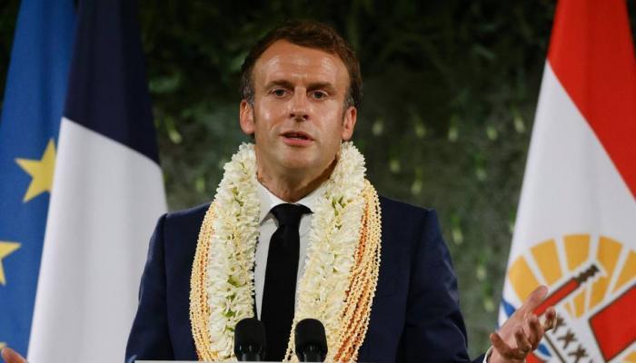 """Essais nucléaires : Macron reconnaît """"une dette"""" de l'Etat envers la Polynésie française"""