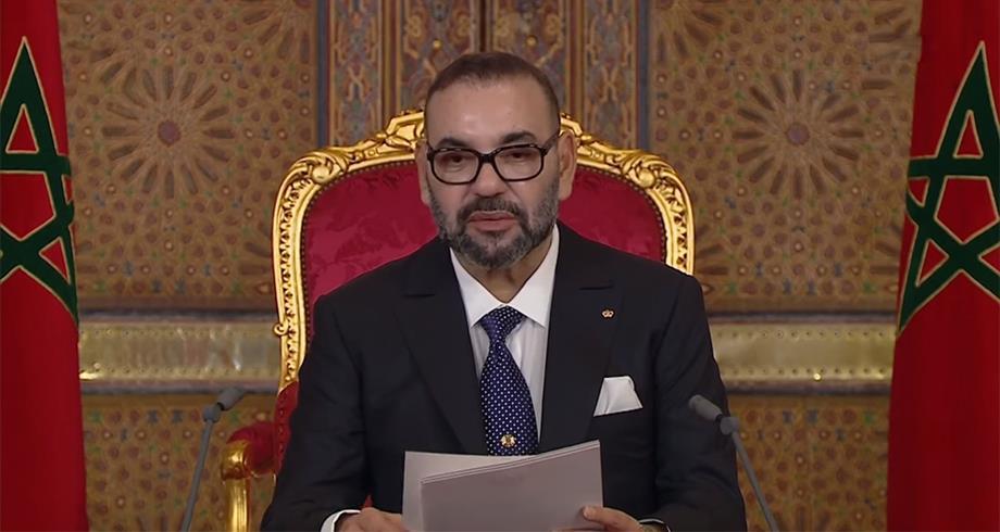 """الملك محمد السادس: الوباء مازال موجودا """"وعلى الجميع مواصلة اليقظة"""" واحترام توجیهات السلطات العمومية"""