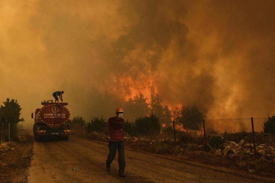 Turquie: Évacuation de touristes et résidents locaux pour fuir les incendies