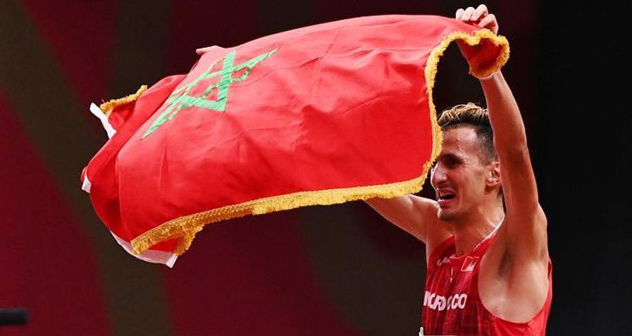 بعد التتويج الأولمبي .. أول تعليق للبطل المغربي سفيان البقالي