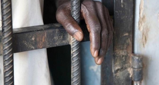 Sénégal: il s'était déguisé en fille pour passer le bac pour une amie, prison ferme