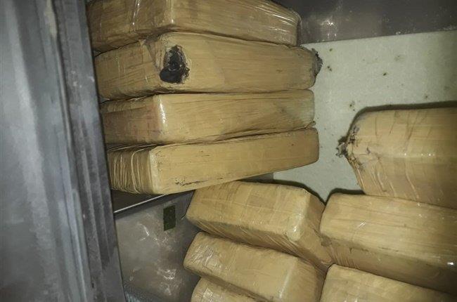 ضبط أكثر من طنين من مخدر الكوكايين قبالة سواحل إنجلترا