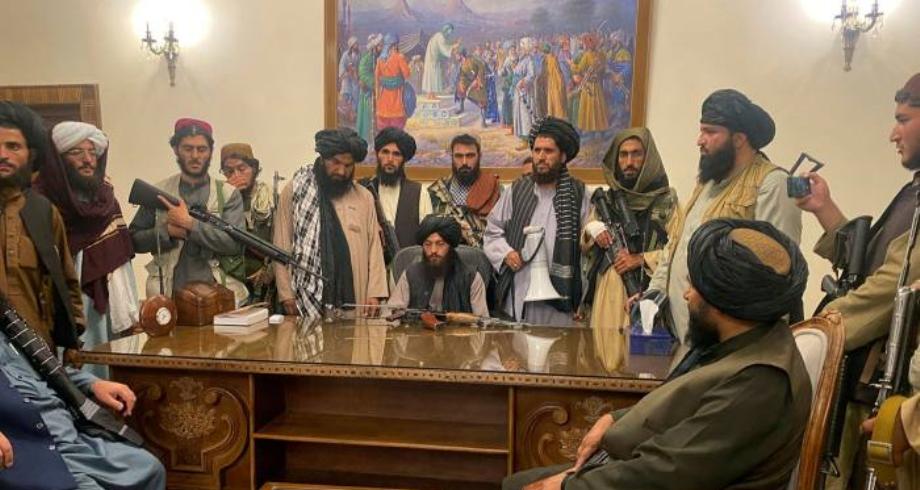 """مجموعة السبع تحث طالبان على ضمان """"ممر آمن"""" للأجانب والأفغان الراغبين في المغادرة"""