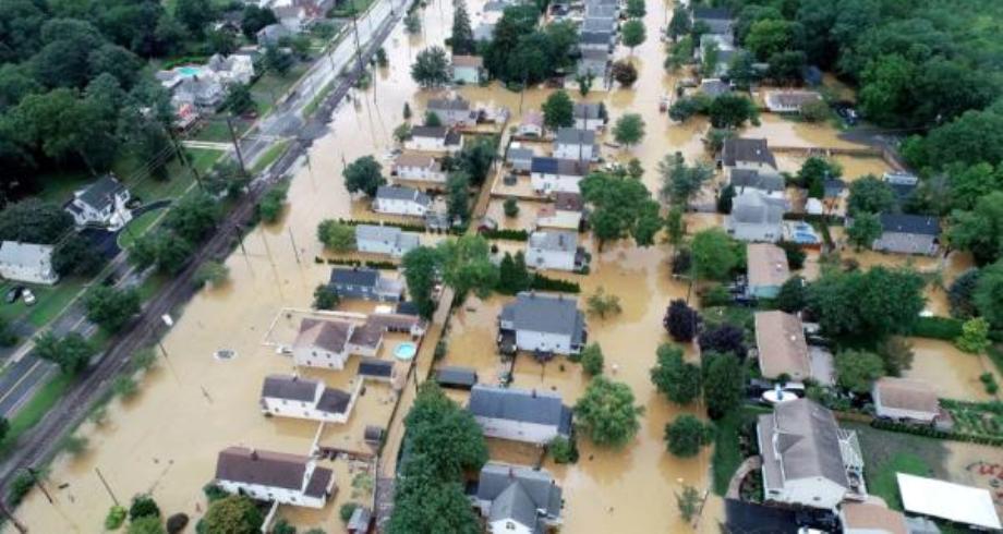 مصرع 16 شخصا على الأقل جراء فيضانات في ولاية تينيسي الأمريكية