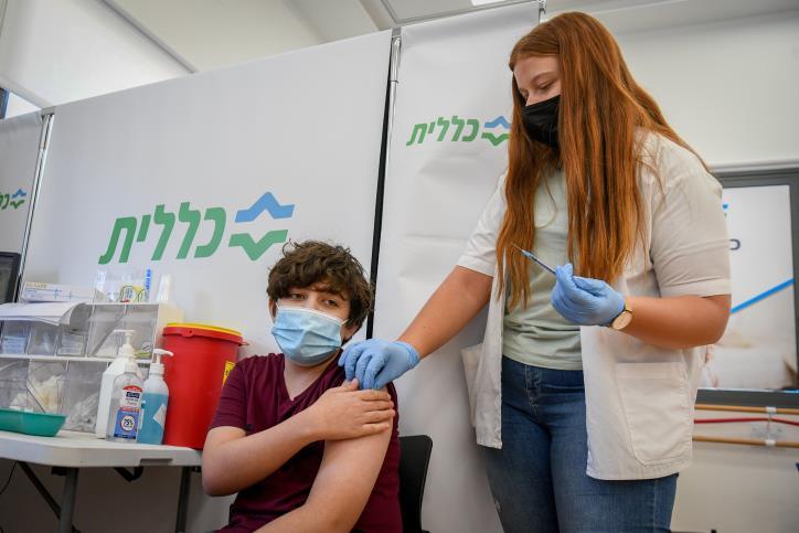 إسرائيل تلقح طلبة المدارس ضد فيروس كورونا تجنبا للإغلاق