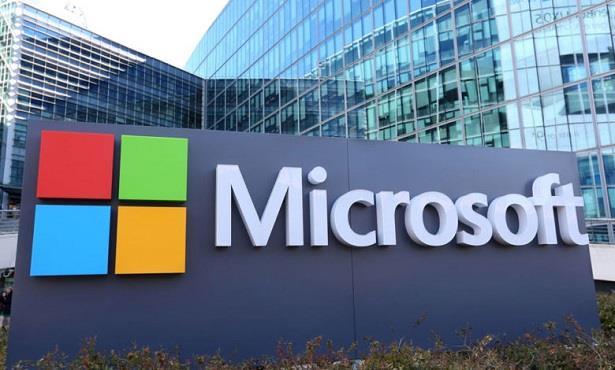 """""""مايكروسوفت"""" تبلّغ آلاف الشركات بثغرة في نظامها للحوسبة السحابية"""