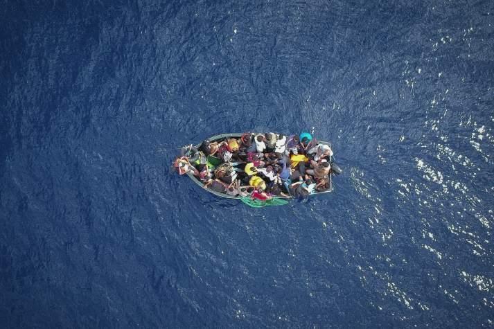 Une centaine de migrants secourus au large de la Manche