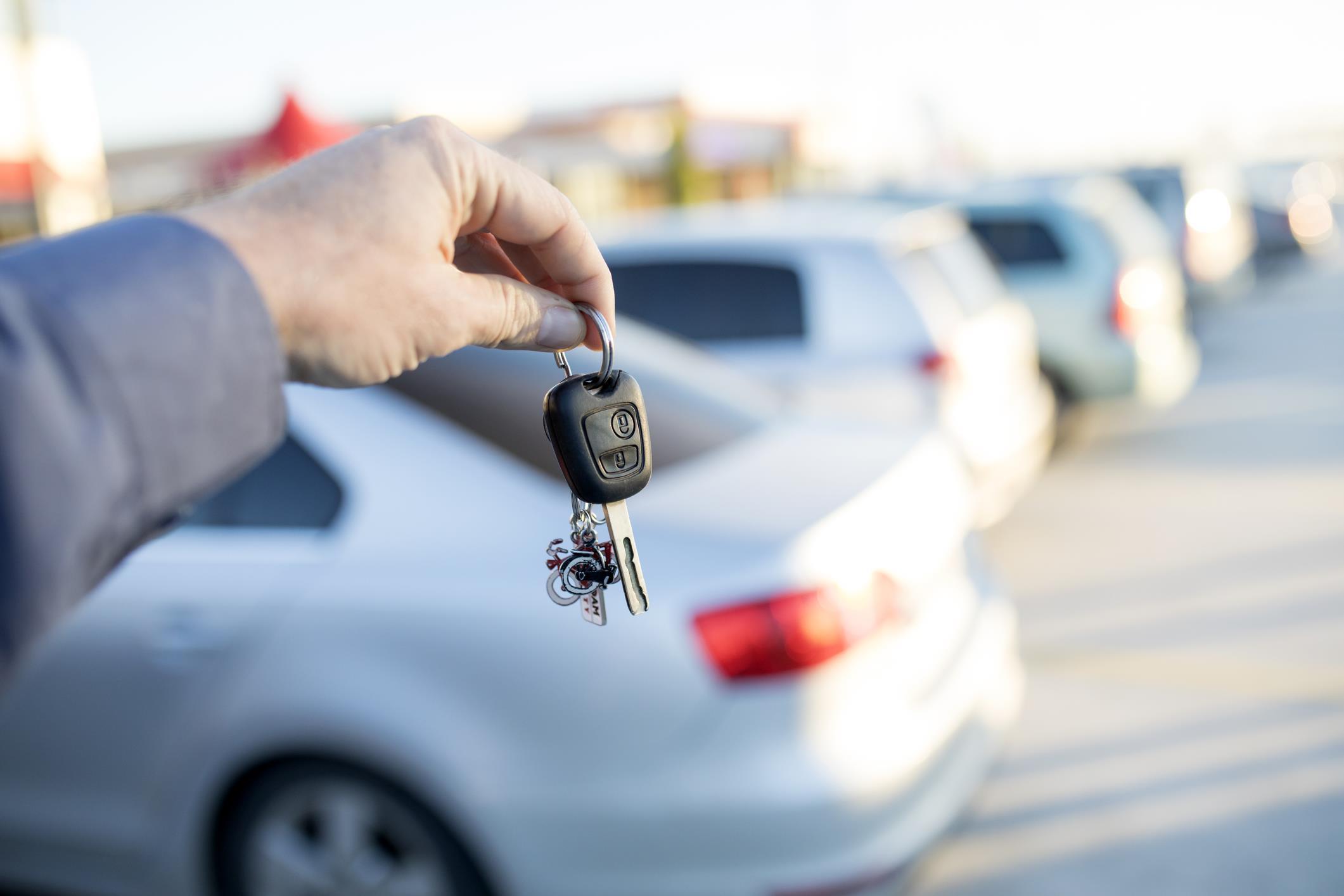 تأجير السيارات.. ارتفاع ملحوظ في الأسعار يثير استياء الزبناء