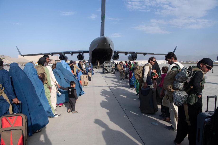 """Londres alerte sur une menace terroriste """"imminente"""" contre l'aéroport de Kaboul"""