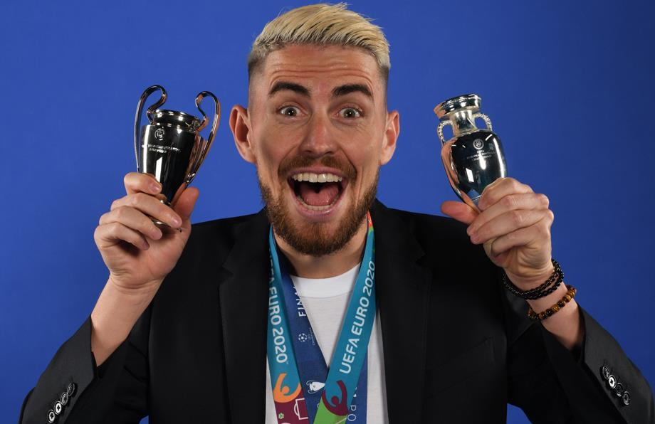 جورجينيو يتوج بجائزة أفضل لاعب في أوروبا