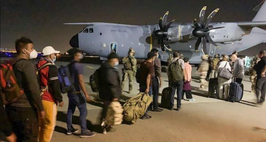 فرنسا تُعلن إنهاء عمليات الإجلاء من أفغانستان إلى باريس