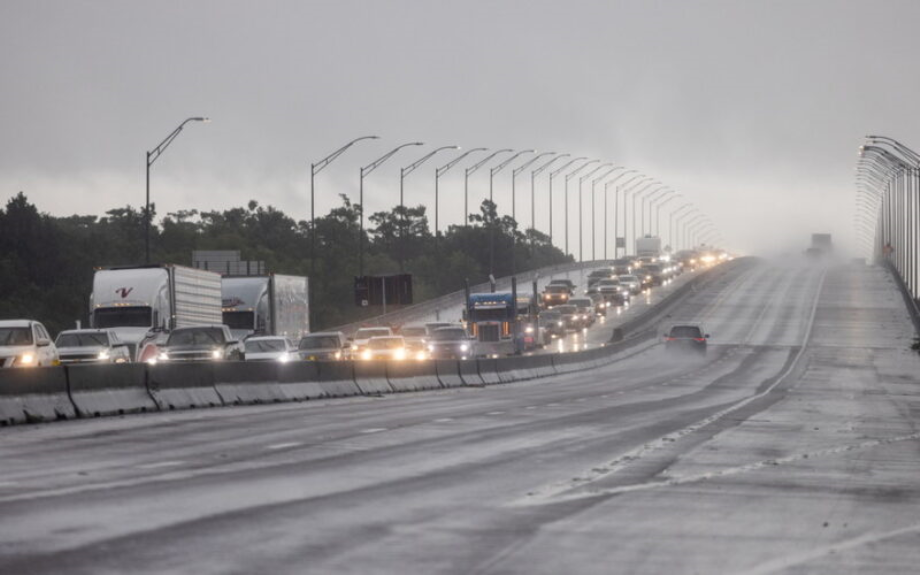 Etats-Unis: l'ouragan Ida se renforce en catégorie 4